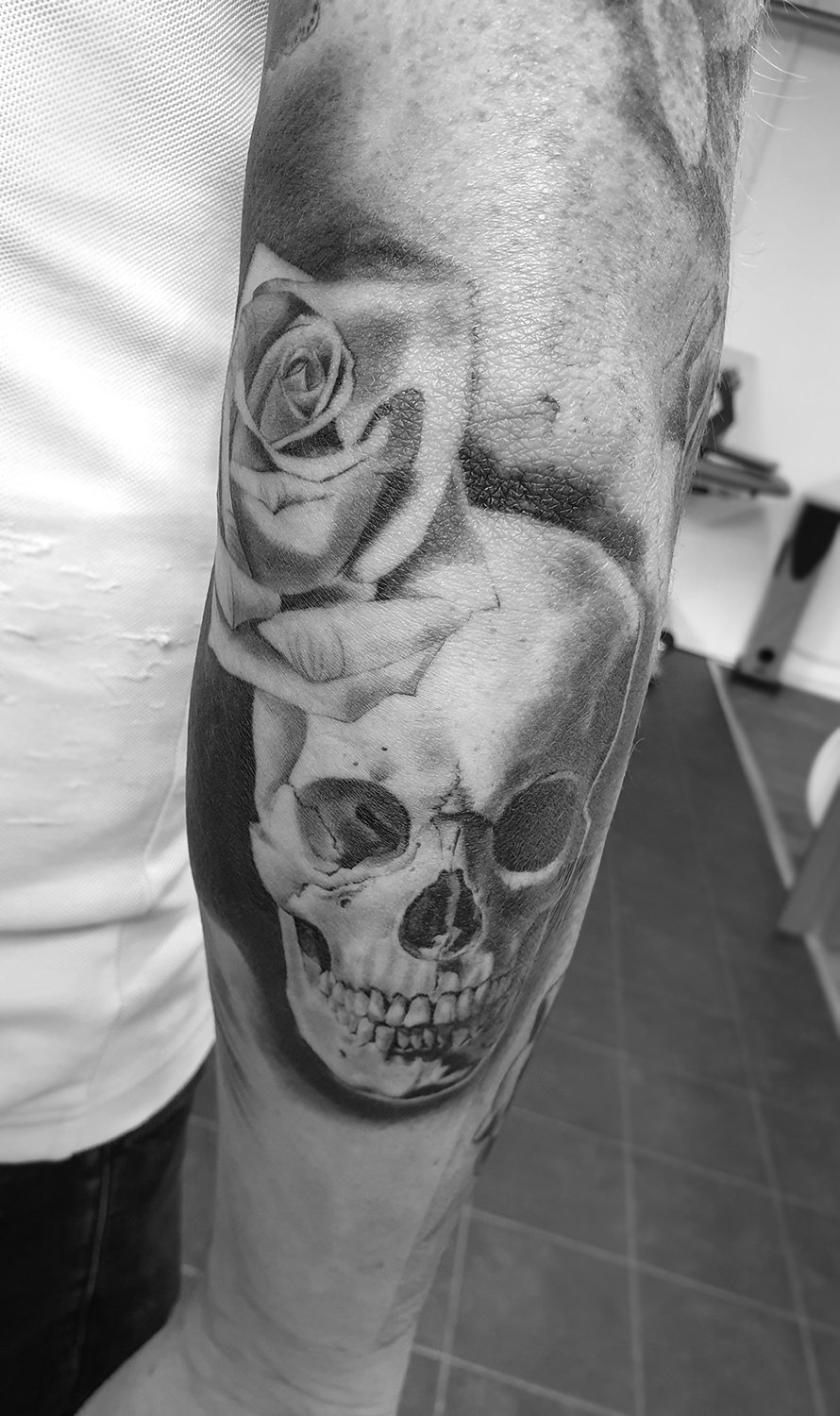 skull black and white manchester tattoo